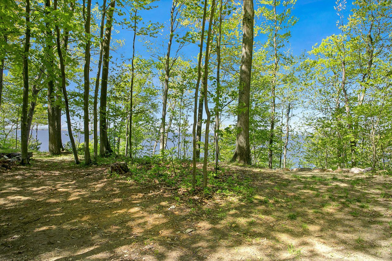 Additional photo for property listing at Orchard Shore Land 0 Orchard Shore Colchester, Vermont,05446 Hoa Kỳ