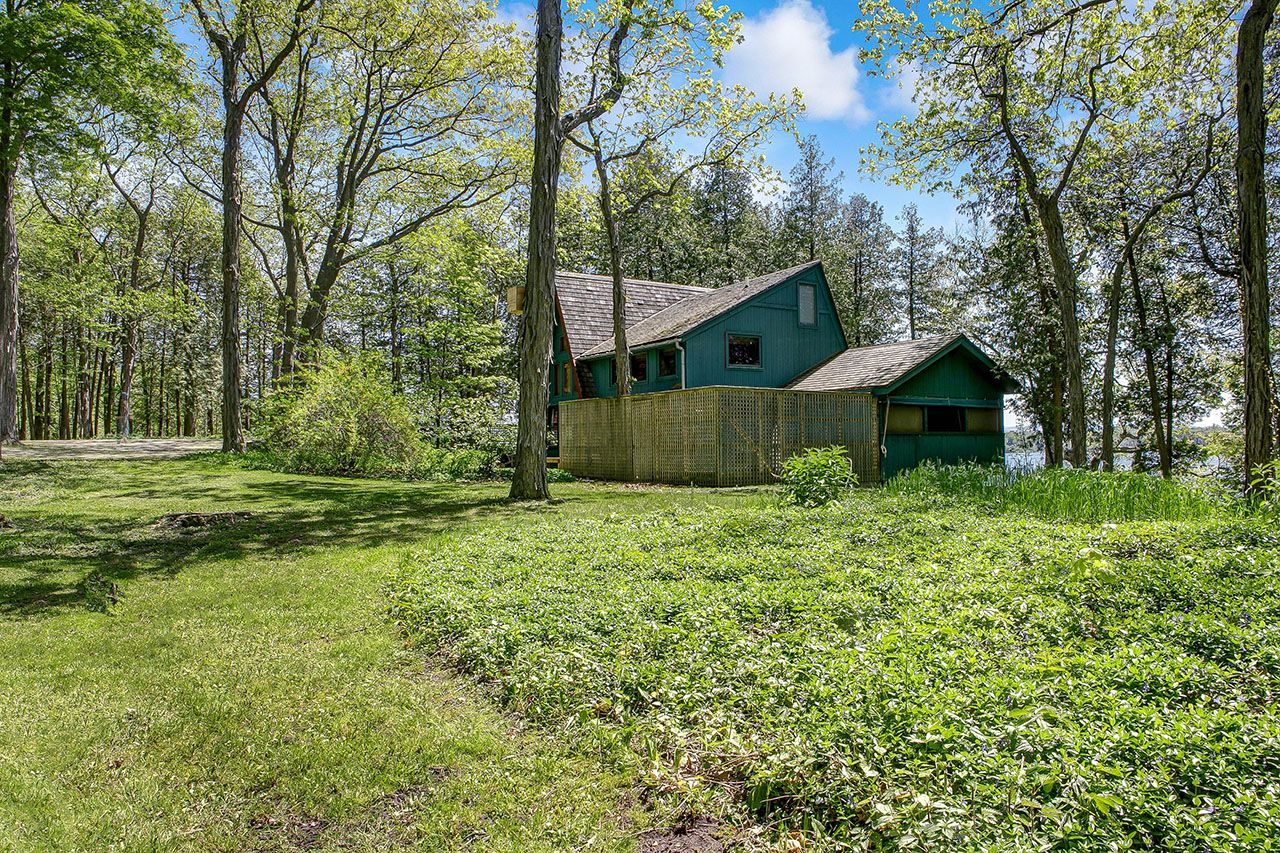 Additional photo for property listing at Waterlot 705 Cedar Beach Road Charlotte, Vermont,05445 Verenigde Staten