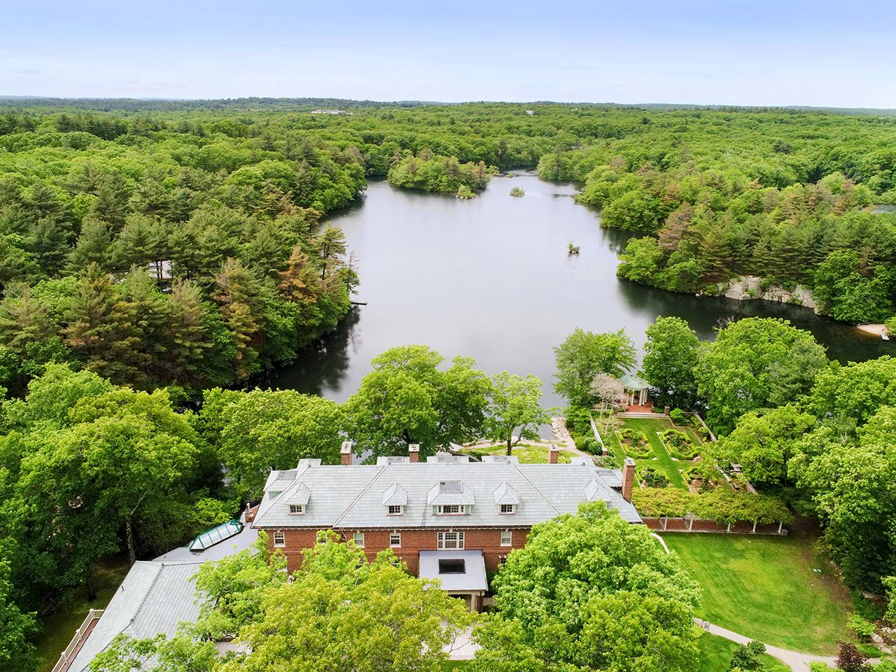 Additional photo for property listing at Weld Pond Estate 254 Westfield Street Dedham, Massachusetts,02026 États-Unis