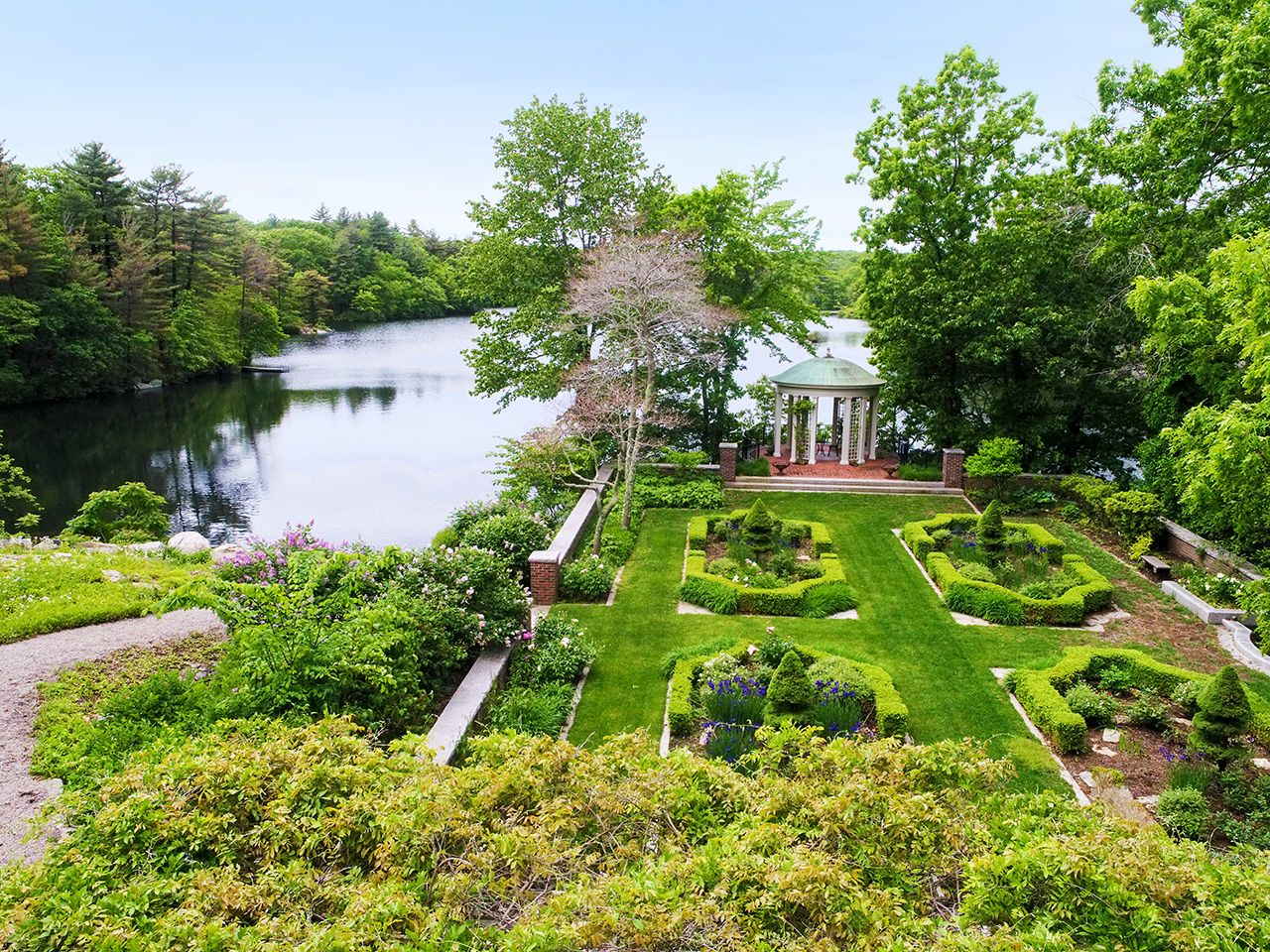 Additional photo for property listing at Weld Pond Estate 254 Westfield Street Dedham, Массачусетс,02026 Соединенные Штаты