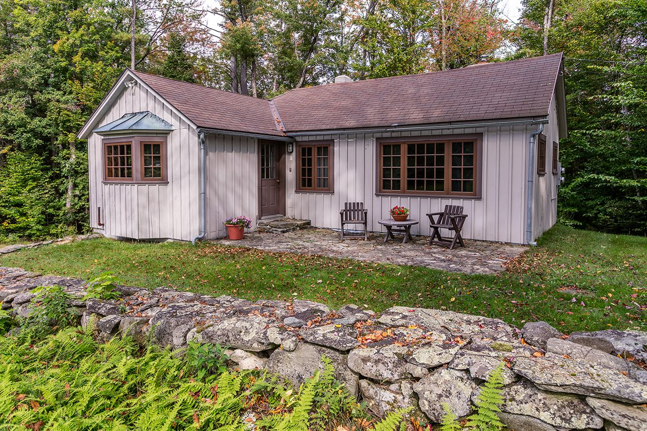 Additional photo for property listing at On The Rocks 1751 Middletown Rd Londonderry, Vermont,05148 Verenigde Staten