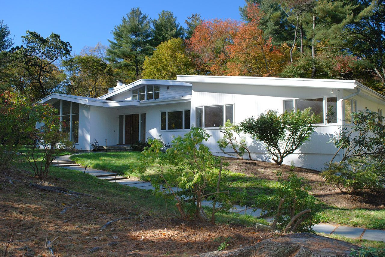 Single Family Home for Sale at 362 Concord Road 362 Concord Road Weston, Massachusetts,02493 United States
