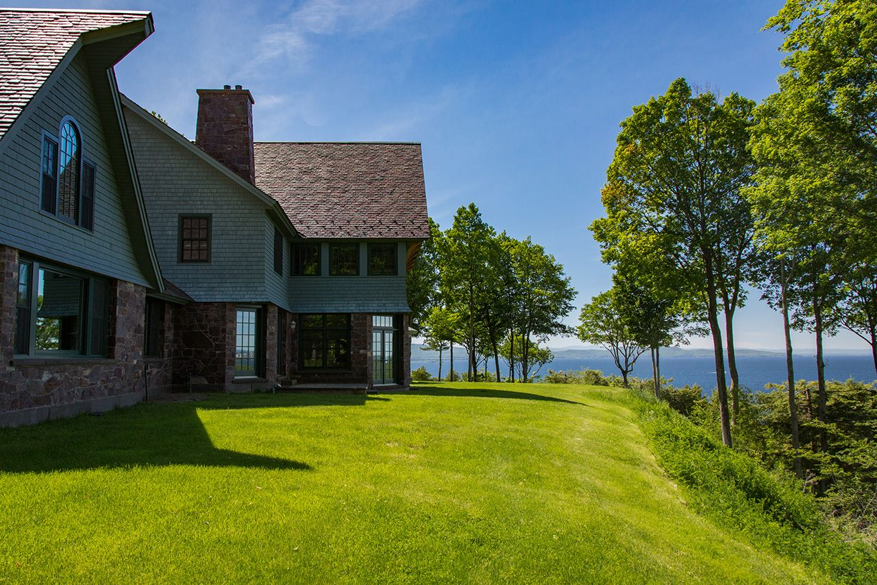 Single Family Home for Sale at Pheasant Hill 203 Pheasant Hill Shelburne, Vermont,05482 United States