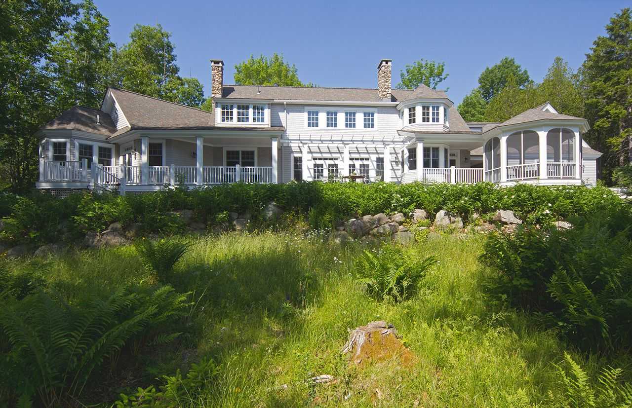 Additional photo for property listing at Stone's Throw 32 Seaspray Lane Brooklin, Maine,04616 Estados Unidos