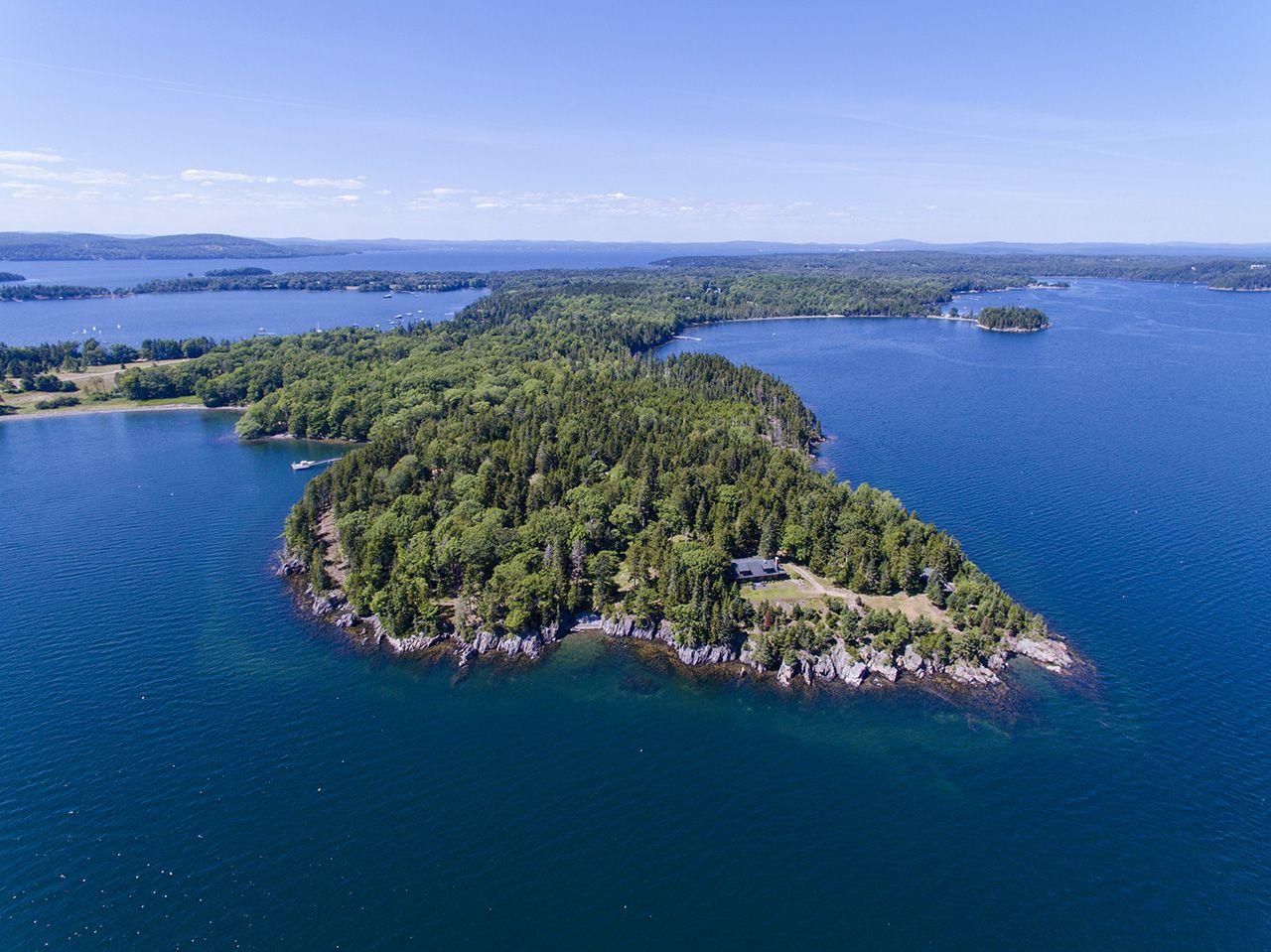 Villa per Vendita alle ore Northeast Point 505 Main Islesboro, Maine,04848 Stati Uniti