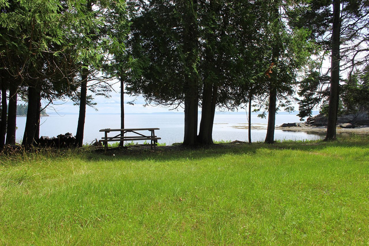 Additional photo for property listing at Northeast Point 505 Main Islesboro, Maine,04848 Verenigde Staten