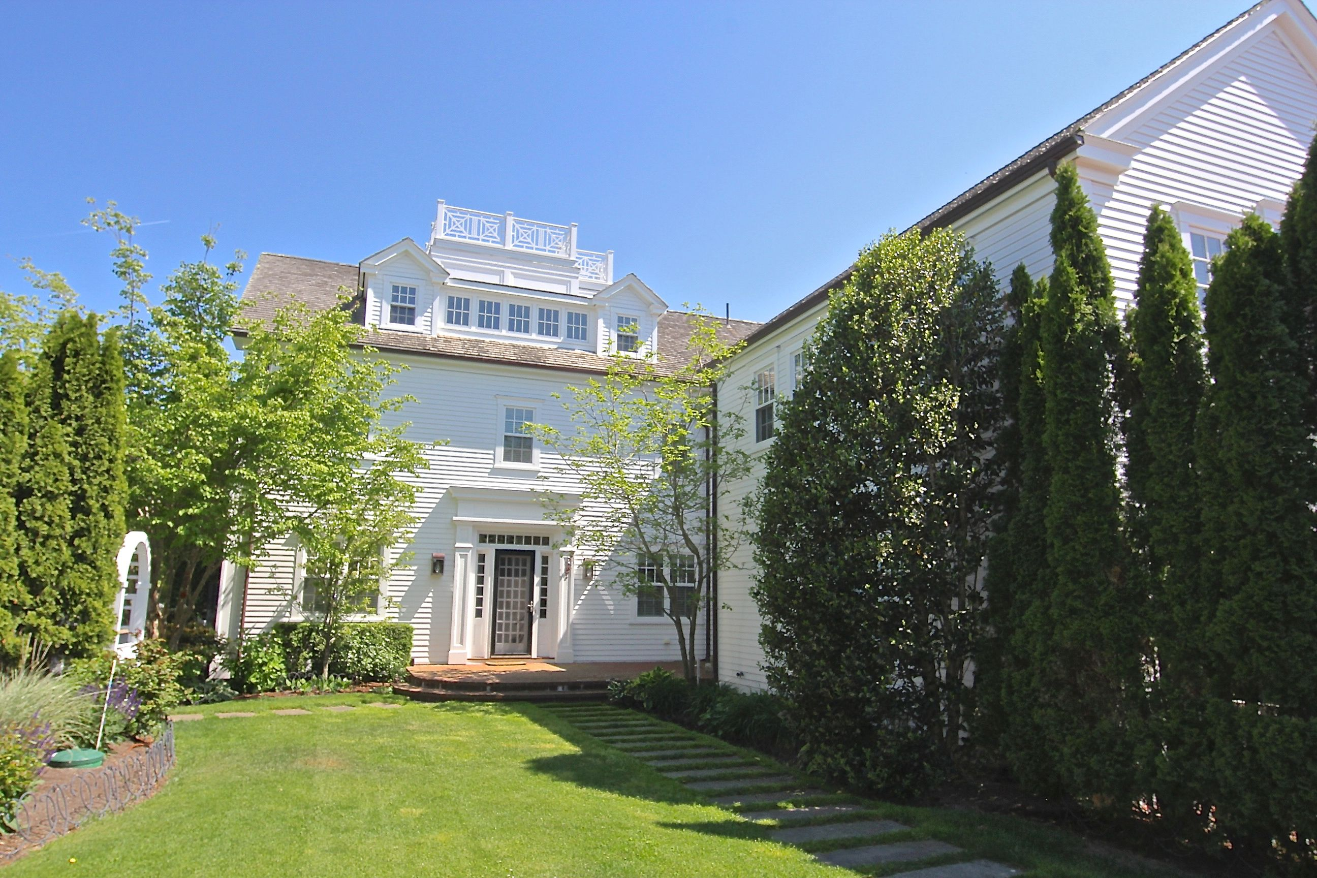 Single Family Home for Sale at 56 Cottage Street 56 Cottage Street Edgartown, Massachusetts,02539 United States