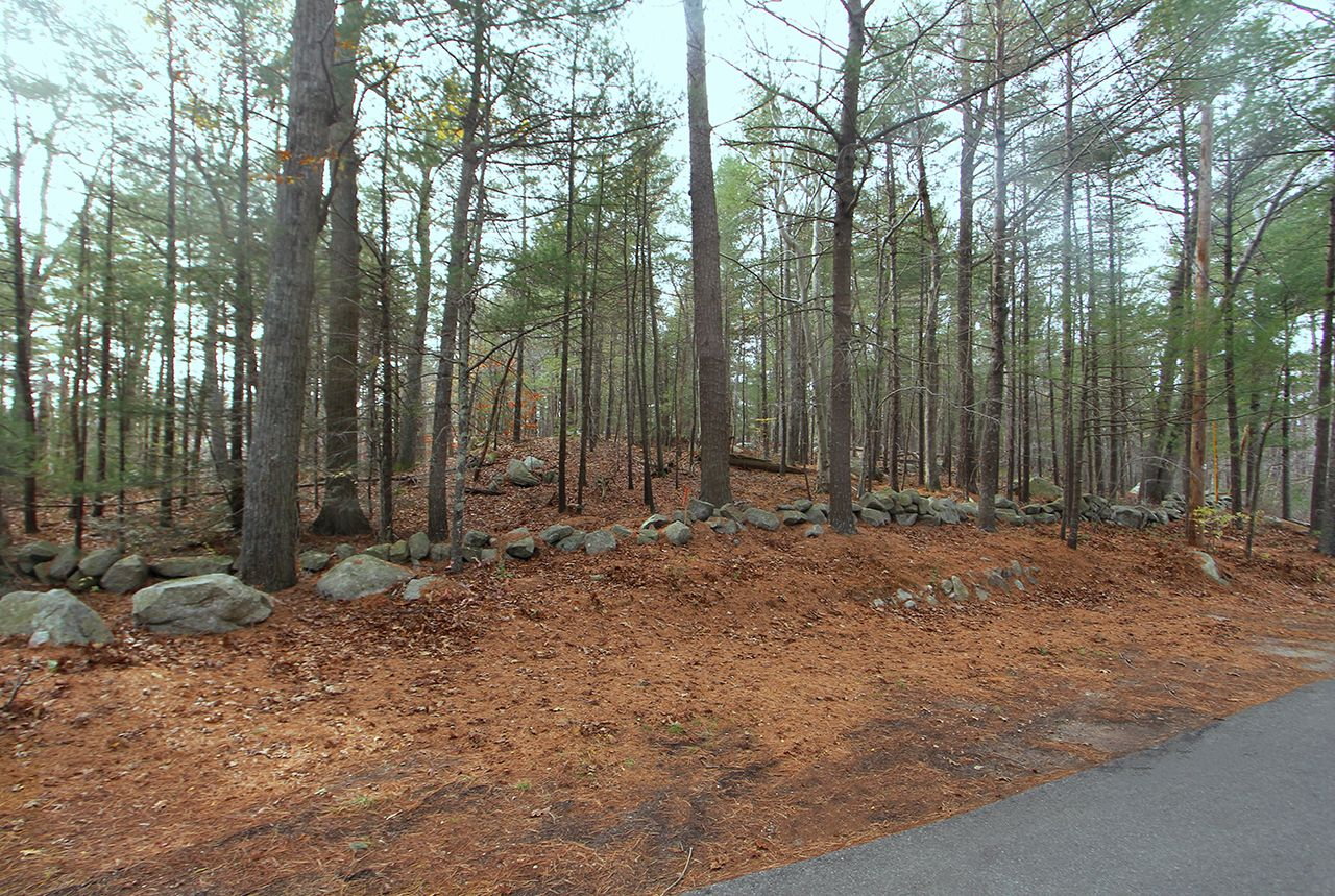 Additional photo for property listing at Plum Hill Building Lots 8-12 Plum Hill Manchester, Massachusetts,01944 Verenigde Staten