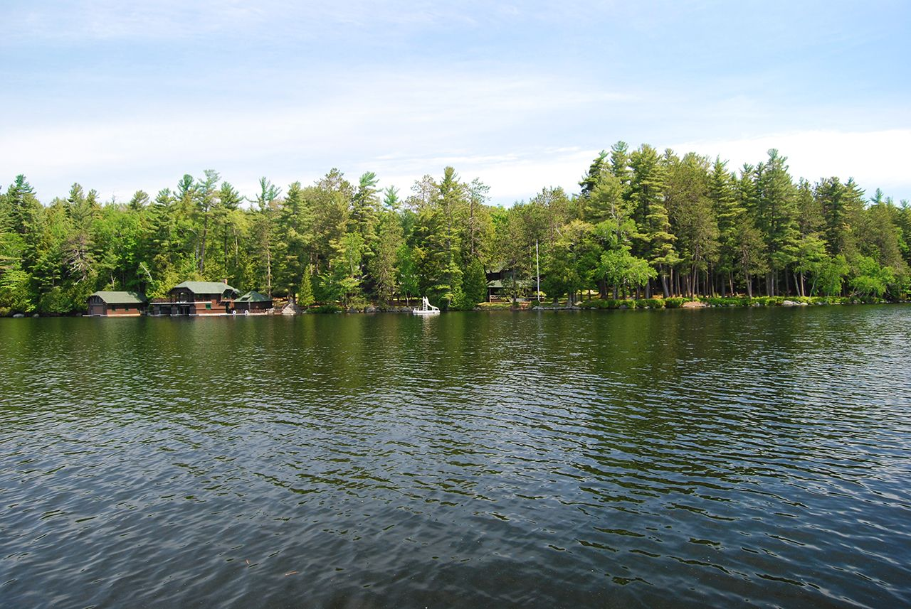 Additional photo for property listing at Bircholm on Upper Saranac Lake 0 Deer Island Tupper Lake, New York,12986 États-Unis