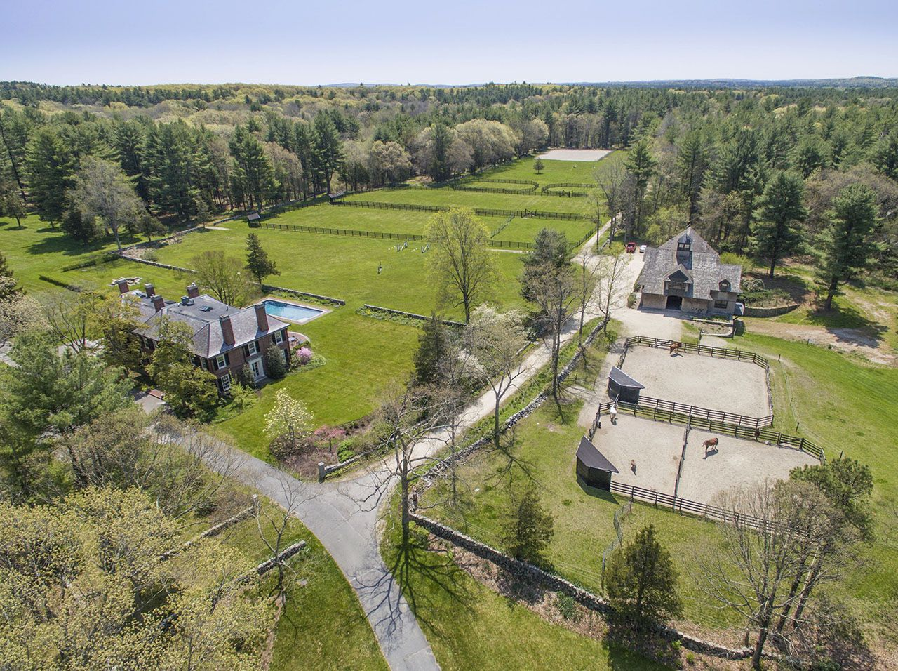 Additional photo for property listing at Round Lot Farm 331 North Medfield, Massachusetts,02052 Vereinigte Staaten