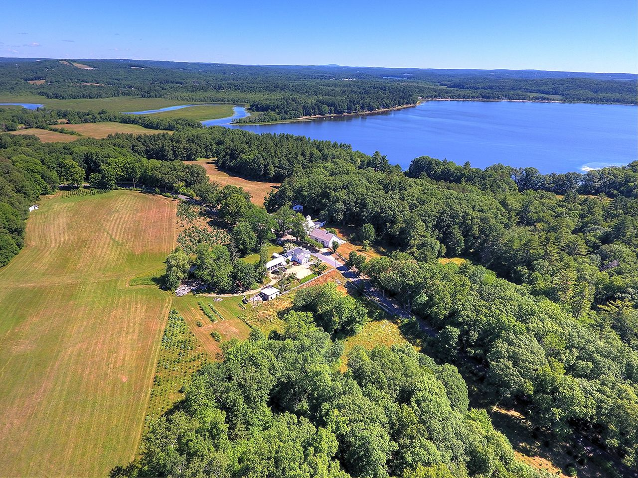 Single Family Home for Sale at Oakholm 80 Lake Road Brookfield, Massachusetts,01506 United States