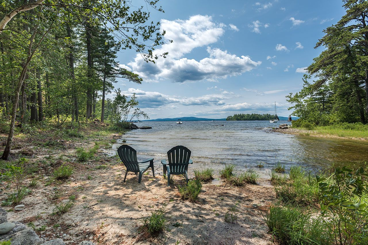 獨棟家庭住宅 為 出售 在 Schooner Cove on Sebago Lake 37 Casselton Road Raymond, 緬因州,04071 美國