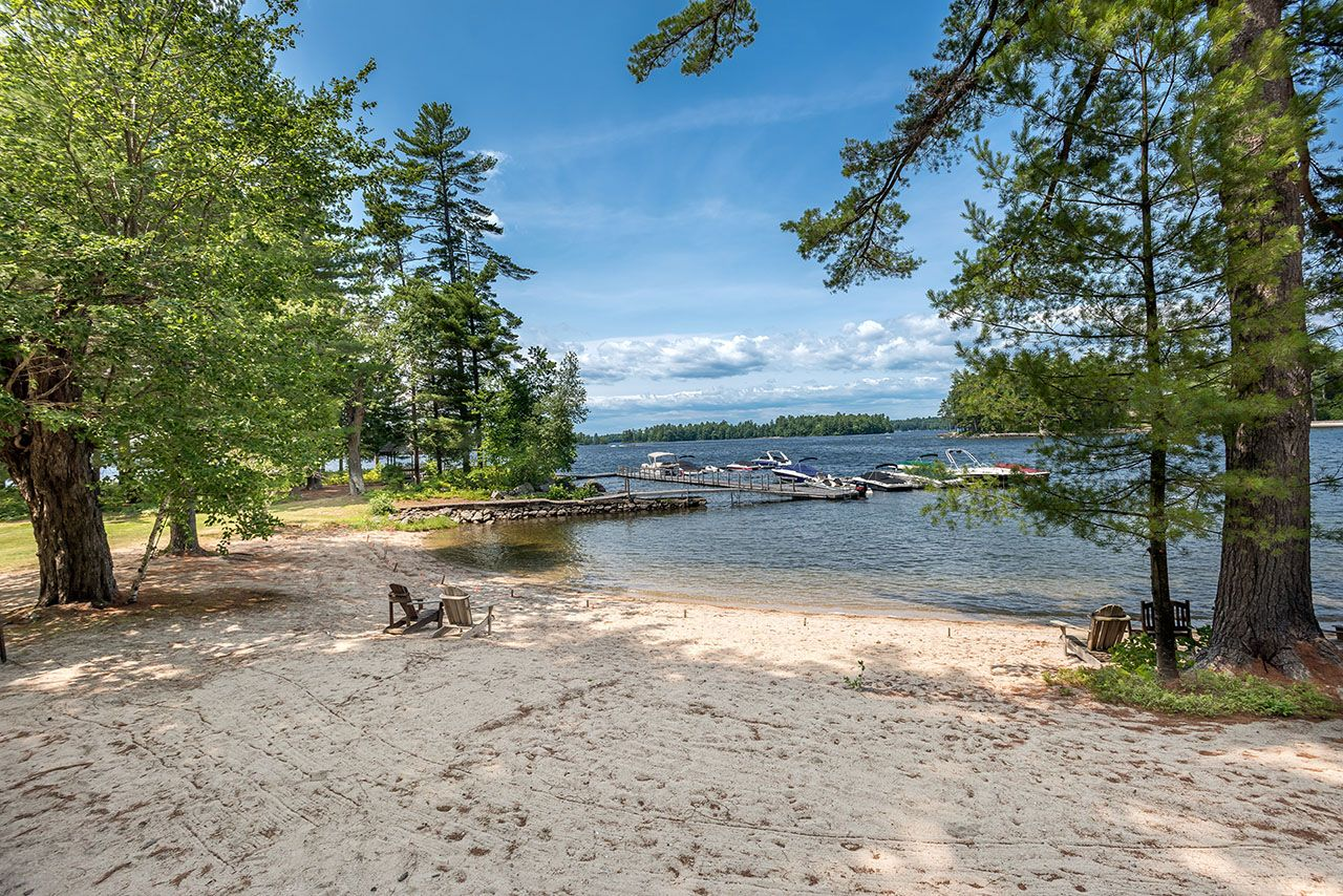 Additional photo for property listing at Schooner Cove on Sebago Lake 37 Casselton Road Raymond, Maine,04071 Vereinigte Staaten