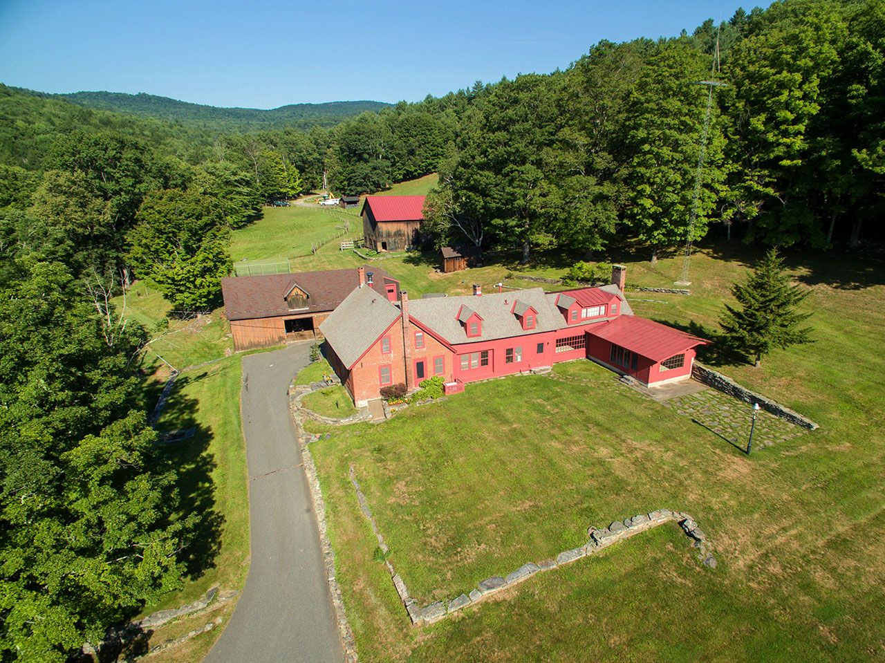 Additional photo for property listing at Chester Forest and Farm 2356 Lovers Lane Chester, Vermont,05143 Estados Unidos
